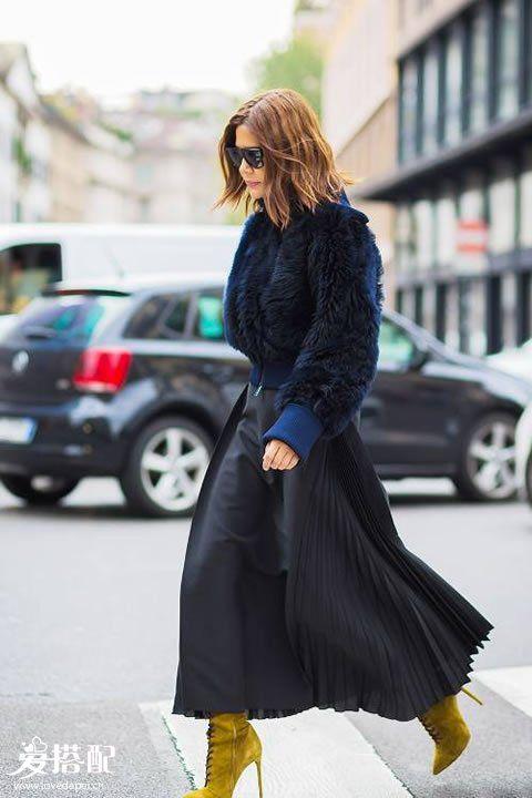 缺少冬季穿搭灵感?一件黑色长裙让你的叠穿更有意义